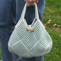 Frau Putz: Knit your own striped bag Knitting Designs, Knitting Stitches, Free Knitting, Knitting Patterns, Sewing Patterns, Crochet Tote, Crochet Purses, Knitted Bags, Knitted Blankets