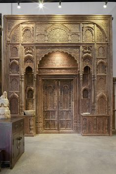 The Golden Triangle antiques store in Chiang Mai, Thailand Indian Temple Architecture, Mughal Architecture, Historical Architecture, Architecture Details, Thai Decor, Gothic Furniture, Furniture Ideas, Decoration For Ganpati, Golden Triangle