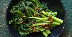Get Steamed Asian Greens with Honey Soy Sesame Dressing Recipe from Food Network Vegetable Stir Fry, Vegetable Sides, Vegetable Recipes, Zone Recipes, Food Network Recipes, Cooking Recipes, Chinese Vegetables, Fried Vegetables, Veggies