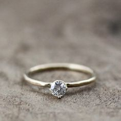 I like the simplicity of this ring. Beautiful.