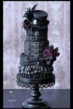 Gothic Wedding Cake by Sweetlake Cakes in Germany (see Facebook page: https://www.facebook.com/SweetlakeCakes/timeline)
