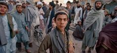 Picture of afghans in Kandahar in November 2001