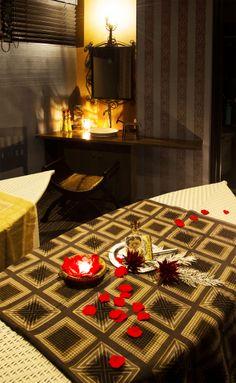 エステ・マッサージサロン/モロッコスタイルFATIMA:ハマム個室|Moroccan miror(GADAN)| ベンチ:ウッド、ヤギ毛皮