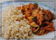 Einer der veganen Klassiker schlechthin: Gemüsepfanne mit Reis - immer wieder gut! MamaMia würzt das Ganze mit der Habeschas-Gewürzmischung von Sonnentor. http://dermamamia.blogspot.co.at/2013/03/vegan-wednesday_14.html