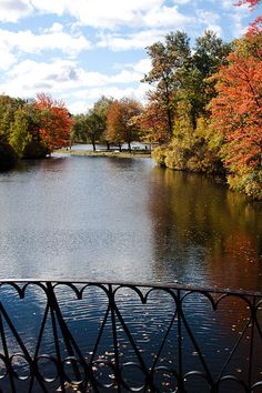 Lincoln Estate - Elm Park Worcester, 1854 First public park in the United States. Places To Travel, Places To Go, Worcester Massachusetts, Fall Pictures, Wild Nature, Great Memories, Get Outside, State Parks, New England