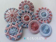Crochet Buttons, Diy Buttons, How To Make Buttons, Button Art, Button Crafts, Fabric Birds, Fabric Scraps, Crochet Dreamcatcher, Lace Weave