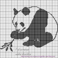 grille gratuite : un panda en monochrome - Le blog de 7 à la maison, point de croix, tricot, grilles gratuites...
