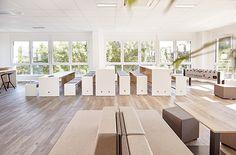 Cafeteria - Tische und Bänke in verschiedenen Größen bieten Abwechlsung fürs Auge und lockern die Cafeteria optisch auf. Modern, Divider, Room, Furniture, Home Decor, Tables, Eye, Bedroom, Trendy Tree