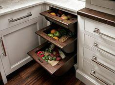 Eckschrank der Küche - Fächer für Obst und Gemüse
