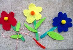 Cu aceste delicate floricele din fetru , dau startul articolelor dedicate lunii MARTIE, minunata lună dedicată femeilor. Nu doar o dată, am fost de părere că un mărțișor handmade este mult mai frumos și mai ... Spring Activities, Diy And Crafts, 8 Martie, Projects To Try, Christmas Ornaments, Holiday Decor, Handmade, Club, Crafts For Kids