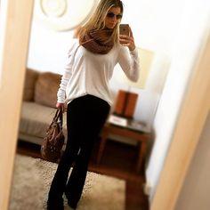 Instagram media by camille_zaka - Look de hj que eu adooorooo !!!! O tempo tá muito doido ! Acho que vou morrer de calor , mas tá valendo !!! Essa calça flare de bandagem e tudo na minha vida por mim teria uma de cada cor !!! { calça preta flare bandagem : @modelleacessorios }  #look #ootd#me#tbt#instapic #instagood #instacool #beautiful #style #follow#likeforlike #picoftheday #photooftheday #outfit #streetstyle #girl#happy#moda#cool#fashionblogger #fashion #instafashion #instadaily#bandagem