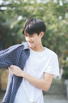 songweilong Hot Korean Guys, Korean Boys Ulzzang, Cute Korean Boys, Ulzzang Boy, Asian Boys, Teenage Boy Fashion, Song Wei Long, Perfect Boy, Boy Hairstyles