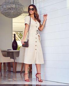 """1,042 curtidas, 7 comentários - Brenda Pavanelli (@brendapavanelli) no Instagram: """"Bom diaaa! 🌻🌻 Começando a semana de vestido lindo em linho @puraemocao que já é #musthave da…"""" Cute Fashion, Modest Fashion, Fashion Dresses, Womens Fashion, Dress Outfits, Casual Dresses, Summer Dresses, Midi Dresses, Club Dresses"""