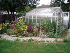 How to Choose the Best Greenhouse Kit. You can build your own greenhouse and bust the winter gardening blues . Our helpful tips will guide. From MOTHER EARTH NEWS magazine.
