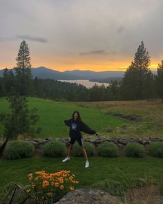 Kendall Jenner and Kourtney Kardashian Just Went on an Adventurous Trip to Idaho Vogue Kourtney Kardashian, Tmblr Girl, Ft Tumblr, Foto Casual, Insta Photo Ideas, Foto Pose, Summer Aesthetic, Sky Aesthetic, Flower Aesthetic