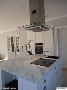 high end ikea hack Kitchen Stove, Ikea Kitchen, Kitchen Backsplash, Kitchen Decor, Best Ikea, Beautiful Kitchens, Interior Design Living Room, Home Kitchens, Kitchen Remodel