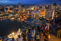 Set out on foot to explore Singapore's best attractions.