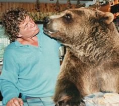 Hercules the bear just wanted to give his owner a (bear) hug http://dailym.ai/OAB2FY #DailyMail