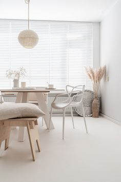 Modern Room Decor, Stylish Home Decor, Bohemian Living, Living Room Interior, Living Rooms, Scandinavian Interior, Dining Room Chairs, Home And Living, Interior Inspiration