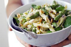 AURA pennesalaatti / AURA cheese penne salad http://www.valio.fi/reseptit/aura-pennesalaatti/  Keväinen pastasalaatti saa makua AURA® juustosta ja tuoreesta parsasta.
