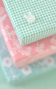 a cute gift wrapping idea / way to use up odd buttons