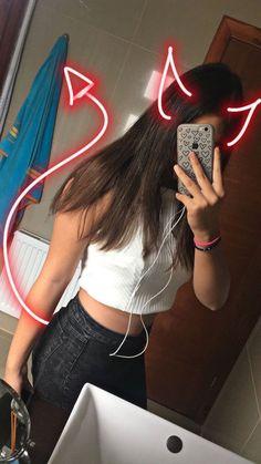Pin by cateline hayden on photo shoots портретная фотография Photo Snapchat, Snapchat Selfies, Creative Instagram Stories, Instagram Story Ideas, Artsy Photos, Bad Girl Aesthetic, Selfie Poses, Insta Photo Ideas, Girl Photography Poses