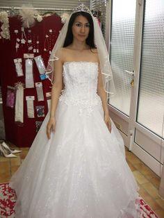 enceinte, de forme empire de la boutique dépôt-vente en robes de ...