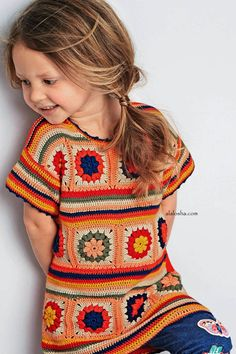 Pretty little crocheted granny square top Pull Crochet, Crochet Girls, Crochet For Kids, Knit Crochet, Crochet Hooks, Crochet Squares, Crochet Granny, Crochet Motif, Crochet Patterns