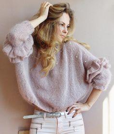 Рюши ищут хозяйку ☁размер 42-46 ☁80%кидмохер 20%полиамид ☁длина по переду 45 см, по спинке 50см ☁ширина 78 см ☁рукав 3/4 ☁сложный цвет серо-бежевый (тауп) с легким оттенком сиреневого ☁на рост до 175 стоимость 8000 рос. руб. . . . #knitwear #knited #cardigan #стиль #мода #блоггер #вязанаяодежда #кардиган #свитер #купитьсвитер #купитькардиган #стиль #мода #lookoftheday #модныйсвитер #ручнаяработа #handknit #wool #softknit #назаказ #style #stylish #ootd #outfit #вязание #вяжутнетолькобабу...