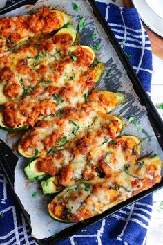 Zucchini Pizza Boats via A Saucy Kitchen Gluten Free Recipes For Dinner, Low Carb Recipes, Dinner Recipes, Healthy Recipes, Paleo Dinner, Diabetic Recipes, Weeknight Meals, Easy Meals, Zucchini Pizza Boats