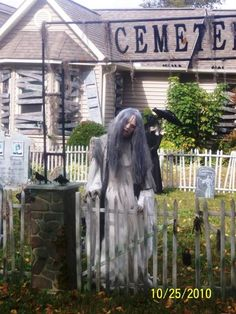 Cool Halloween Yard Decorations