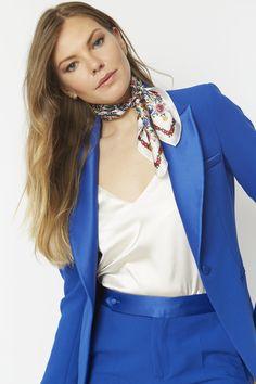 Fur Fashion, Womens Fashion, Silk Neck Scarf, Simply Fashion, Neck Scarves, Scarf Styles, Up Hairstyles, Silk Satin, What To Wear