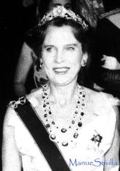 Rainha Maria Jose de Italia com a tiara Mellerio  floral