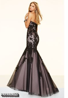 Vestido Prom  YLZOV  SWISS DOT TULLE WITH LACE AND BEADING  Corset Back Closure. Colors Available: Black/Blush