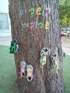 לומדים לקשור שרוכים Teach pre school and kindergarten children how to tie shoes