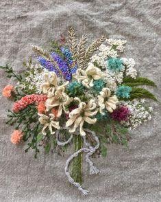 #아뜰리에화양연화 #자수#주보은자수#자수아티스트#화양연화#주보은작가 뜨거움 사이사이 불어주는 시원끼있는 바람 어제부터 느껴진다 Pillow Embroidery, Embroidery Thread, Embroidery Patterns, Pretty Hands, Brazilian Embroidery, Japanese Embroidery, Diy And Crafts, Hand Crafts, Cross Stitching