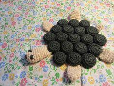 crocheted turtle pot-holder using bottle caps! Crochet Potholders, Crochet Motif, Crochet Toys, Knitting Projects, Crochet Projects, Craft Projects, Projects To Try, Bottle Cap Crafts, Bottle Caps
