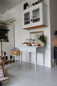 Loputonta remonttia vanhassa kaupassa, josta on tullut meidän koti. Sweet Home, Table, Furniture, Home Decor, Decoration Home, House Beautiful, Room Decor, Tables, Home Furnishings