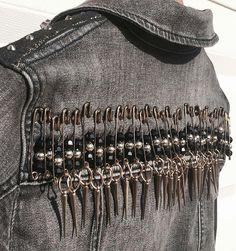 Diy fashion denim style Ideas for 2019 Punk Fashion, Denim Fashion, Womens Fashion, Punk Jackets, Denim Jackets, Denim Jacket Pins, Grunge Jacket, Battle Jacket, Look Blazer