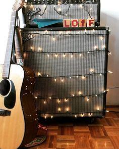 Reposting @loffmx: Nosotros ya pusimos nuestro arbolito de navidad!! ¿y ustedes? ¡Feliz inicio de semana para todos!  #navidad #fender #music #lunes