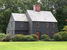 Addition ideas for our 200 year old colonial. Colonial House Exteriors, Colonial Exterior, Colonial Architecture, New England Style, New England Homes, England Houses, Saltbox Houses, Old Houses, Hm Home