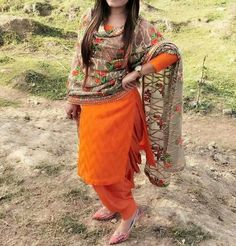 The Beautiful Clothes of India : Photo Simple Indian Suits, Ladies Suits Indian, Patiala Suit Designs, Patiala Salwar Suits, Churidar, Designer Punjabi Suits, Indian Designer Outfits, Panjabi Suit, Punjabi Fashion