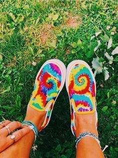 How To Wear The TieDye Trend This Summer is part of Tie dye shoes - Have you been wondering about the fashion trends you have to get ready for this summer Well the tiedye trend is coming back, and here is how to wear it! Painted Vans, Painted Shoes, Tie Dye Vans, Ty Dye, Crocs, Custom Vans Shoes, How To Dye Shoes, Diy Tie Dye Shoes, Cute Vans