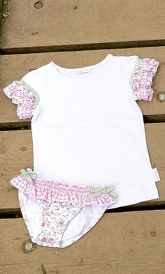 CONJUNTO DE 2 PCS. DE BEBE JARDIN BOTÁNICO. Braguita de lycra y camista jardín botánico rosa, disponible en tallas 6-12-18 meses y de la talla 2 a la 8 años. Se venden por separado.