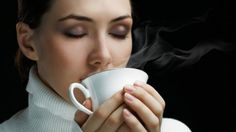 Researchers discovered that dark-roasted decaf coffee eases heartburn because it contains an acid-reducing compound called N-methylpyridinium (NMP). Coffee Tasting, Coffee Drinkers, Coffee Cafe, Benefits Of Drinking Coffee, Coffee Health Benefits, Decaf Coffee, My Coffee, Drink Coffee, Coffee Break