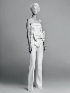 Viktor & Rolf estreia sua linha de noivas com fidelidade ao próprio DNA - Vogue | Desfiles