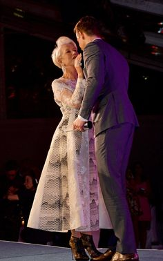 Pin for Later: Helen Mirren Cozies Up With Ryan Reynolds  Helen Mirren chatted with Ryan Reynolds while accepting her award.