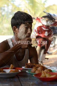 Lunch time :) #asia #food #stockphotos #roylatyfreephotos https://www.vpuzzler.com/pl/photo/asia-myanmar-myeik-people-P116281/
