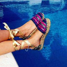 1 chapuzón y a seguir pisando fuerte ☀️ #alpargatas @carinavalentina ☺️ ✨#firmadebolsos #mochilas #bolsos #bolsodemano #bolsosdelujo #carterademano #clutch #bohochic #newcolletion #luxury #lujo #elegant #mujer #style #bolsosartesanos #artesania #diseñadoradebolsos #diseñadora #diseñadoravalenciana #modafemenina #bolsosdediseño #valencia #espardeñas #madeinspain #coloresfofi #handmade #carinavalentina