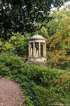 This is St Bernards Well, Edinburgh. This travel itinerary for 4 days in Edinburgh, Scotland has the best Edinburgh itinerary for your trip to Scotland. It has everything from Edinburgh Castle to Edinburgh University and more. If you're looking for the best things to do in Edinburgh, this great Edinburgh itinerary has it all.